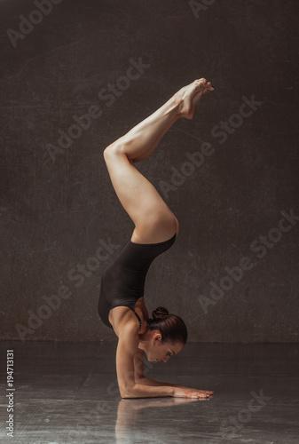 Aluminium School de yoga Young yoga woman stretching and training in class