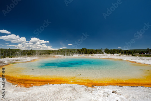 Fotobehang Nachtblauw Hot thermal spring in Yellowstone