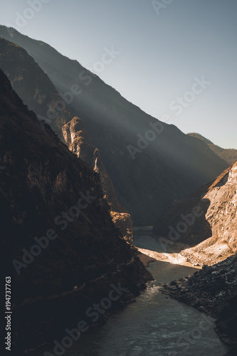 Fotobehang Zwart Tiger leaping gorge