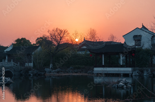 Foto op Plexiglas Shanghai Sunset over old hystorical chinese town, traitional asian houses in watertown