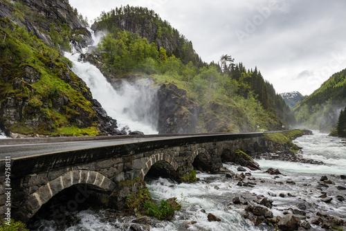 Deurstickers Wit Latefossen waterfall in Norway