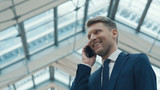 Young businessman talking on the phone - 194811354