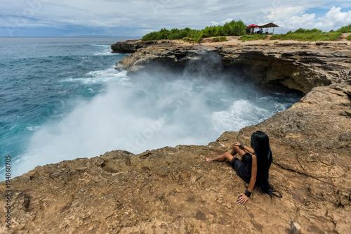 Fotobehang Bali Devil's tear, Nusa Lembongan, Indonesia, waves of the sea, Indonesia, Beach, Bali island, landmark, Woman