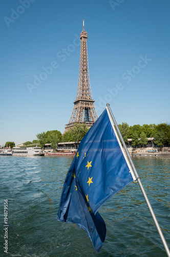 Aluminium Eiffeltoren EU flag and Eiffel tower on the background