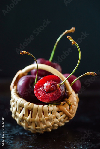 Fotobehang Kersen cherries in the basket