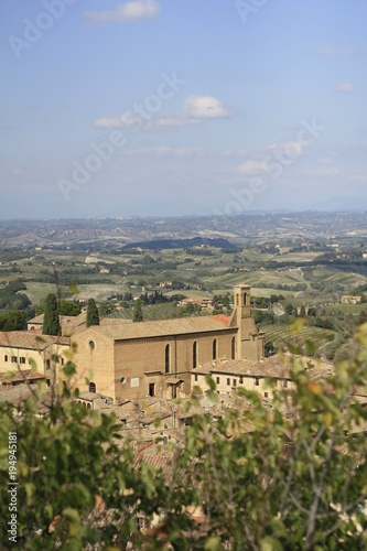 Deurstickers Toscane ancient Tuscan walled city houses with towers and stone walls and paved cobbled streets in Italy
