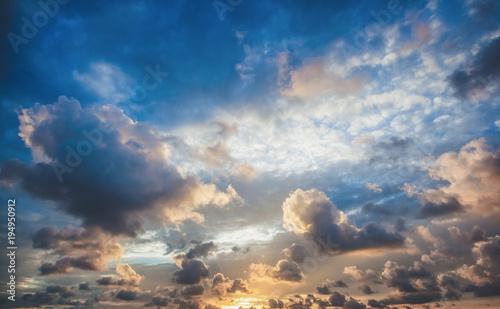 Foto op Aluminium Ochtendgloren Bright beautiful sunset sky background