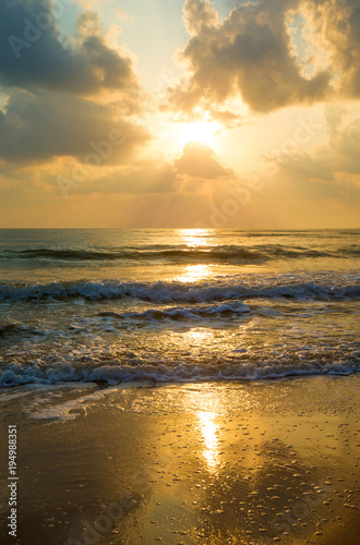 Tuinposter Zee zonsondergang Sunset over sea