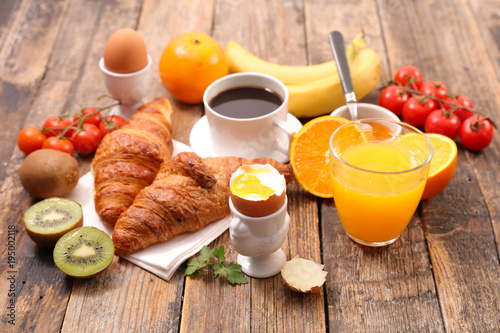 Papiers peints Jus, Sirop healthy breakfast with coffee, croissant and boiled egg