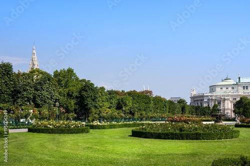 In de dag Wenen Vienna, Austria - July 27, 2014: Volksgarten or People Garden park of Hofburg Palace in Vienna, in Austria.