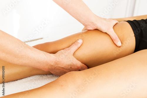 Leinwanddruck Bild Drenaje linfático piernas