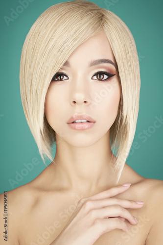 Foto op Canvas womenART Lovely asian woman with blonde short hair