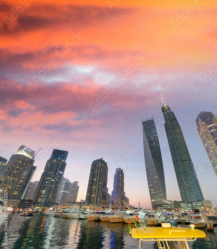 Foto op Aluminium Dubai Dubai Marina buildings at night, UAE