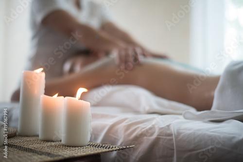 Świece i spa relaksują się zdrowo