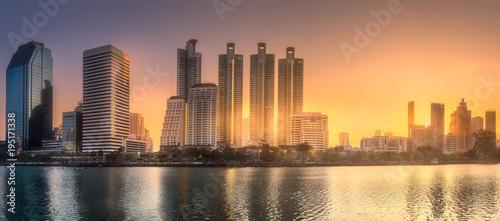 Aluminium Bangkok Skyline at lake in Benjakitti park Bangkok