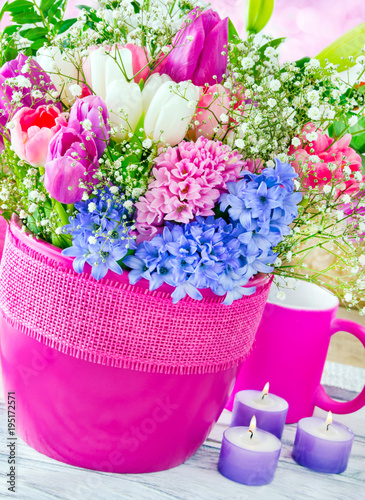 Springtime flowers and decorations - 195172571