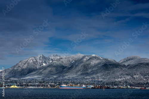 Foto op Aluminium Nachtblauw Tanker and Rocky Mountains, North Vancouver, British Colombia, Canada.