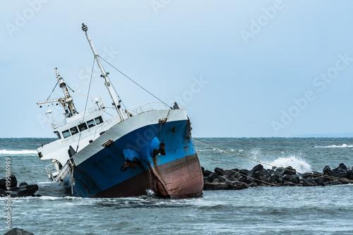 Aluminium Schipbreuk 座礁した貨物線