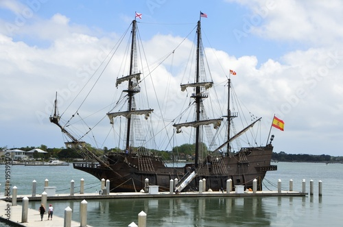 Papiers peints Navire Historic Galleon ships moored