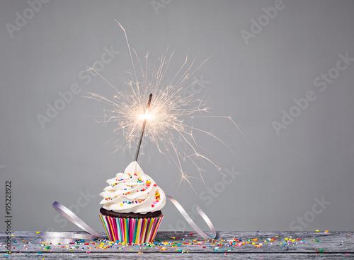Leinwandbild Motiv Birthday Sparkler Cupcake