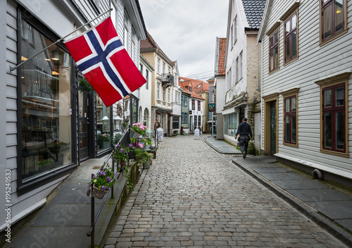 Fotobehang Smalle straatjes Flag of Norway in the streets of Bergen