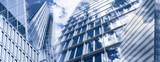 Wolkenkratzer und Glasfassaden