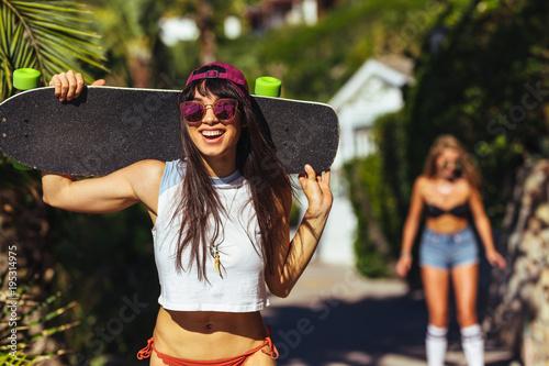 Fotobehang Skateboard Attractive woman on summer vacation
