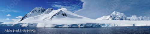Foto Spatwand Antarctica Cruising through the Neumayer channel full of Icebergs in Antarctica.