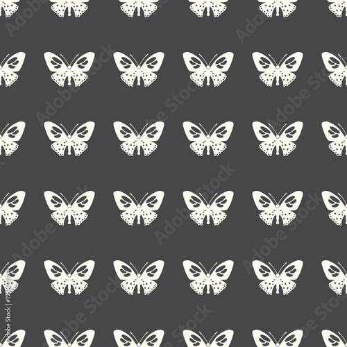 Motyli wektorowa ilustracja na bezszwowym deseniowym tle
