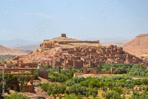 Fotobehang Blauwe hemel Kasbah ait ben haddou (Morocco)