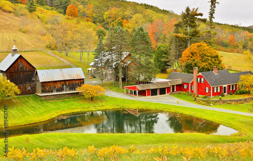 Fotobehang Honing Overlooking a peaceful New England Farm in the autumn, Woodstock, Vermont, USA