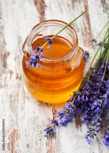Fotobehang Lavendel Honey and lavender