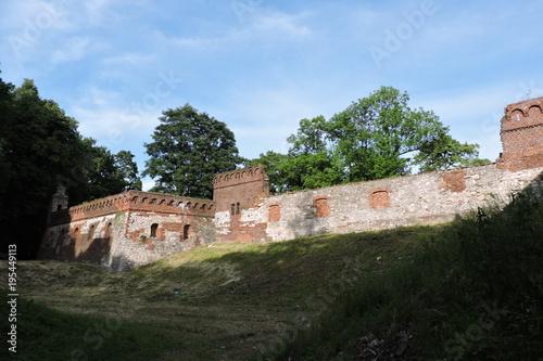 Tuinposter Baksteen muur A castle's old defensive walls