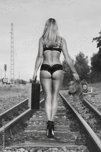 Aufbruch ins Ungewisse - 195451577