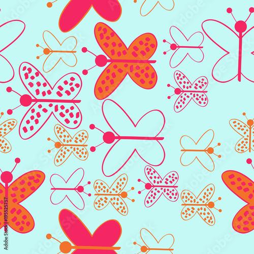 Kolorowy motyl z elips, miejsca, dziury, wzór. Ręcznie rysowane.