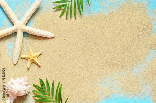 Foto Murales Summer beach. Starfish and seashell on the sand.