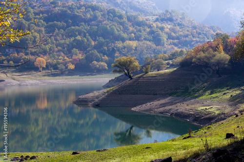 lago del turano a castel di tora in italia