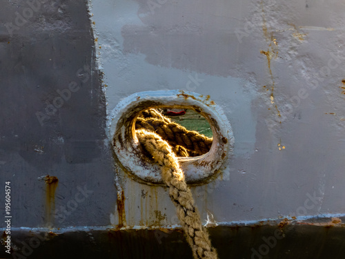 Tuinposter Schip Rope from ship