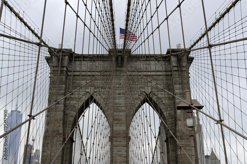 Seilkonstruktion der Brooklyn Bridge w East River, Manhattan, Nowy Jork, USA, Nordamerika