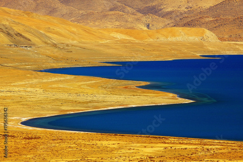Fotobehang Nachtblauw sacred lake in tibet landscape