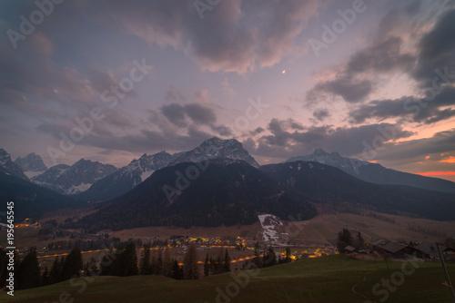 Fotobehang Zwart Panorama Dolomiti Gasthof