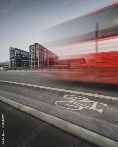 Papiers peints Berlin Berliner Hauptbahnhof mit Busverkehr