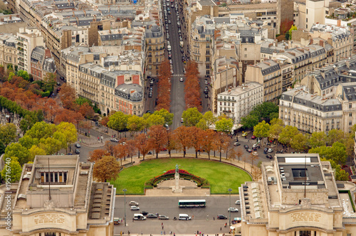 Foto op Plexiglas Parijs Trocadero gardens in Paris, France. Aerial view from Eiffel Tower