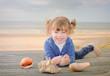 magnifique jeune fille et ses coquillages