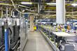 Interieur mit modernen Maschinen in einer Großdruckerei - High Tech Technologie // Interior with modern machinery in a large print shop - High Tech Technology
