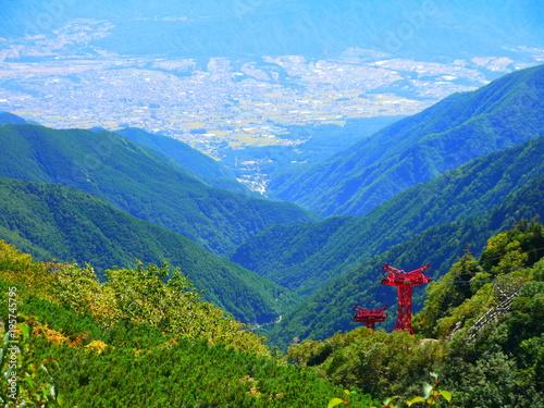 In de dag Blauw 駒ケ根市。中央アルプス。駒ヶ岳ロープウェイ。駒ケ根 長野 日本。9月中旬。