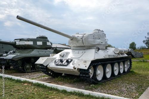 Moscow region, Federacja Rosyjska - sierpień 2012: Stary radziecki biały retro czołg T-34-85 od II wojny światowej