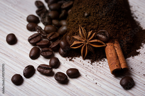 Tuinposter Koffiebonen Ground and grain coffee with cinnamon and anise.