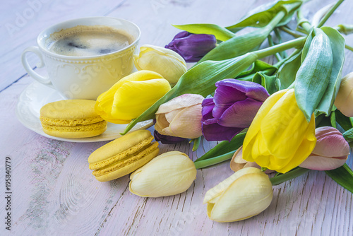 Poster Coffee break with yellow macaroons and bouquet of fresh tulips