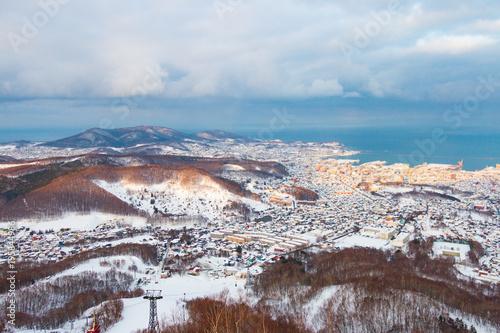 Foto op Canvas Blauw 冬の町景色 北海道小樽市天狗山
